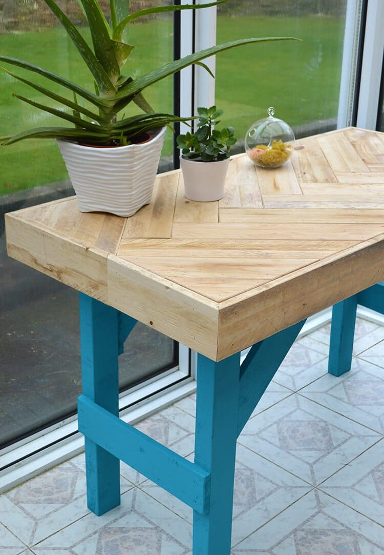 Diy Table With Pallets Diy Wooden Table Made With Pallet Wood Lovely Greens
