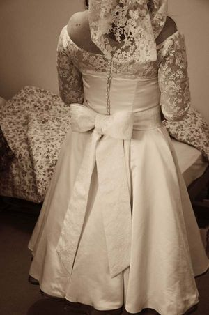 A 1940s Style Bride Who Designed Her Own Dress... (Weddings )