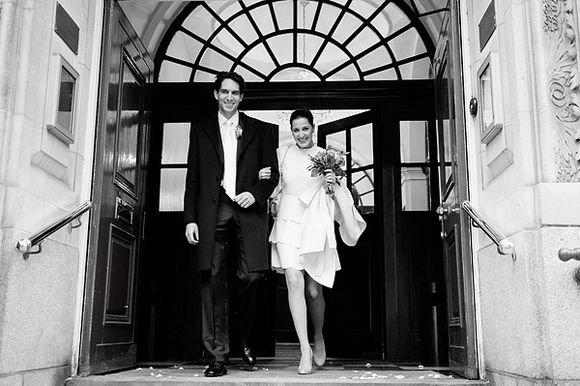 An Intimate London Elopement for a Valentino Bride... (Weddings )