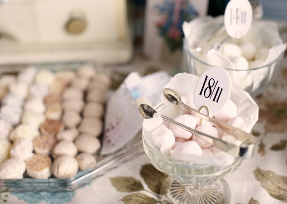 Rigwood Manor ~ Vintage and Retro Inspired Wedding Reception Styling Ideas... (Weddings )