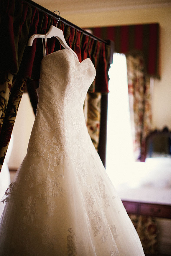 Jane Austen Meets Vintage Chic ~ A Lace Enzoani Dress For a Relaxed Summer Wedding... (Weddings )