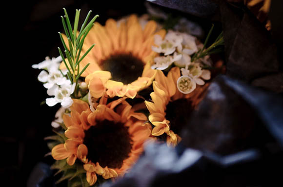 A Colourful, Sunflower Filled Barn Wedding... (Weddings )