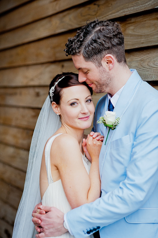 Jenny Packham Barn Wedding // Photography by Anna Rosell