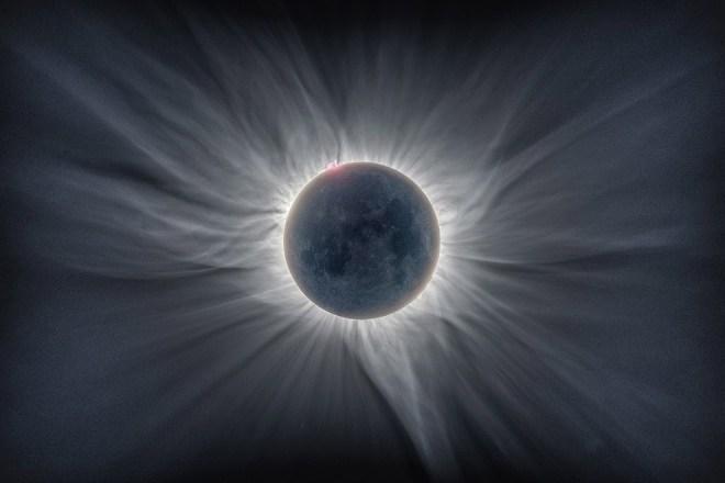Солнечное затмение в Индонезии