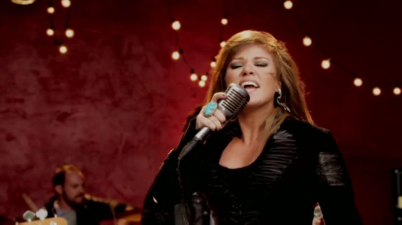 Stronger-What-Doesn-t-Kill-You-Music-Video-kelly-clarkson-28156863-1209-680
