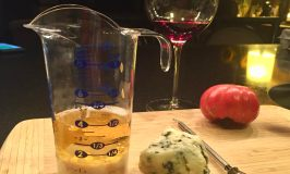 POURfect Measuring Beaker with Roquefort Dressing for Baked Crispy Wings