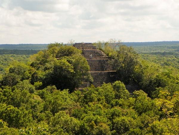 Калакмуль - город посреди джунглей