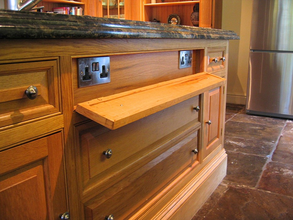 Built In Kitchen Island Carved Oak Kitchen | Lovewood Kitchens