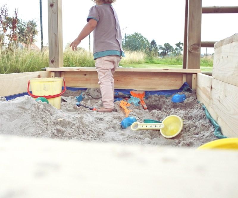 Un bac à sable pour les enfants fait main
