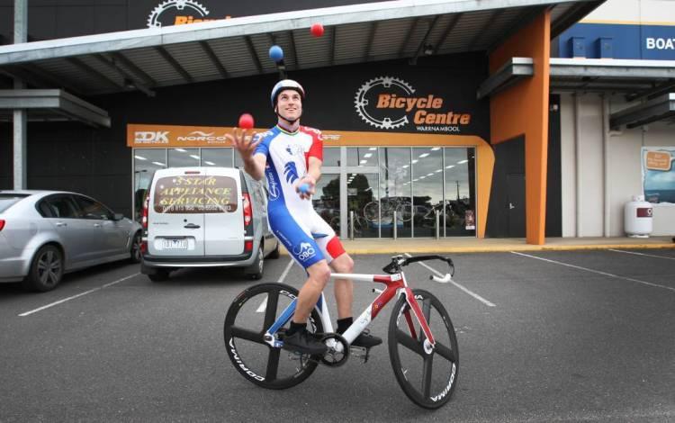Juggling Cyclist