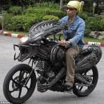 bangkok artist alien predator mortorcycle sci-fi sculpture roongrojna sangwongprisarn ko art shop