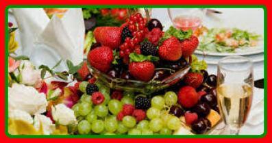 mesa de frutas de natal1.jpg?zoom=1 - ALGUMAS OPÇÕES DE RECEITAS BÁSICAS E FÁCEIS DE FAZER NA CEIA DE NATAL