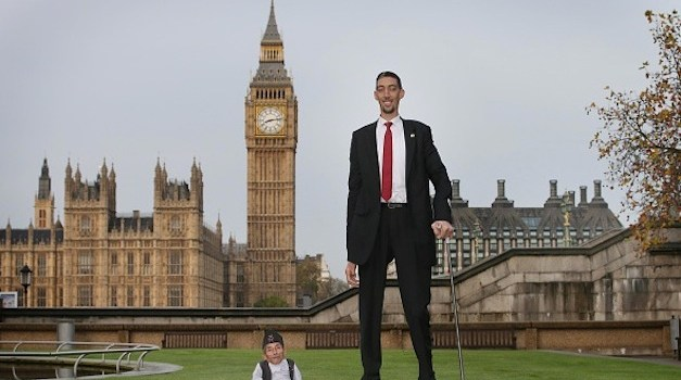 World's Tallest and Shortest Men Meet – Lifelong Dream Comes True