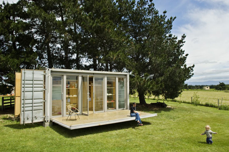 Container Haus Architekt Port-a-bach: A Portable Teeny Tiny Shipping Container Home