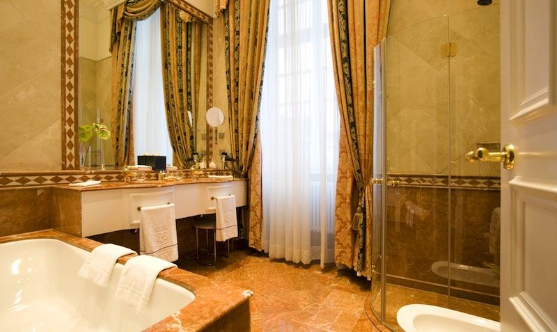 LUXUSHOTEL Althoff Grandhotel Schloss Bensberg - badezimmer schloss