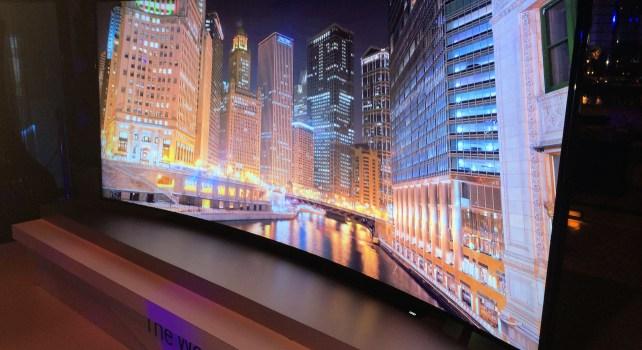Samsung : La première TV UHD de 105 pouces incurvée