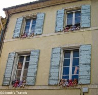 Teddy bears dance in windows