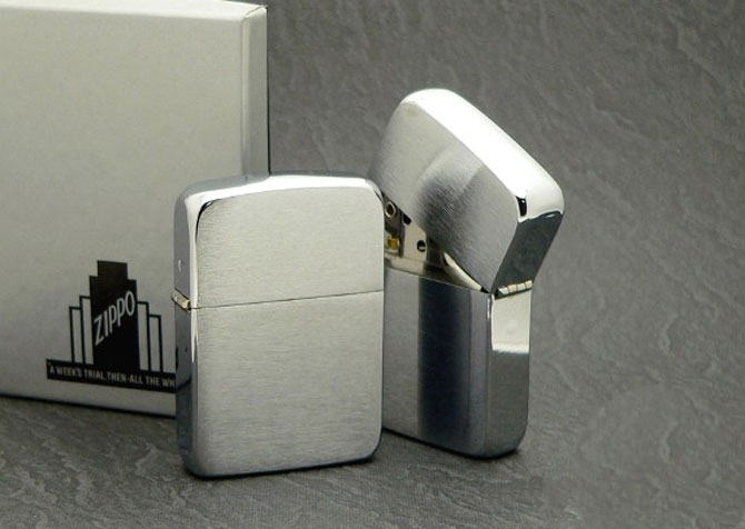 Zippo???s 1941 Replica hand satin sterling silver lighter