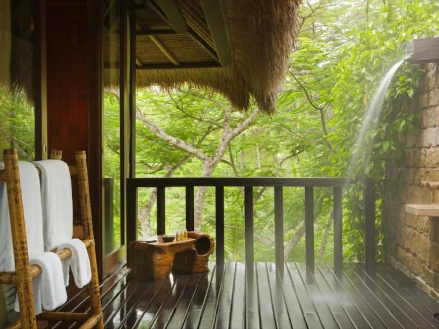 10 Eye Catching Tropical Bathroom Decor Ideas That Will