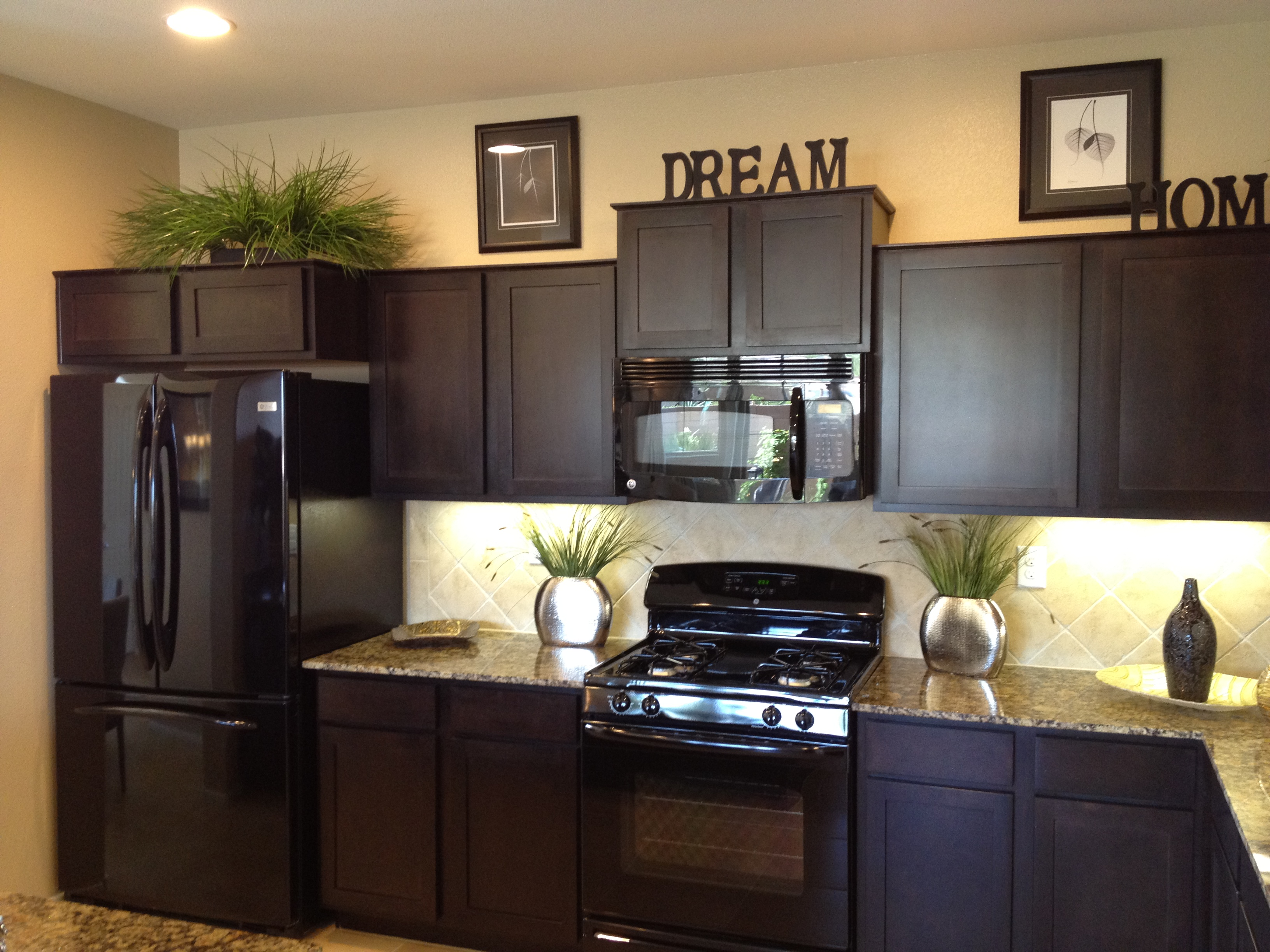 Elegant Kitchen Cabinets Las Vegas Moutain 39s Edge New Homes Searching Luxury Homes In Las