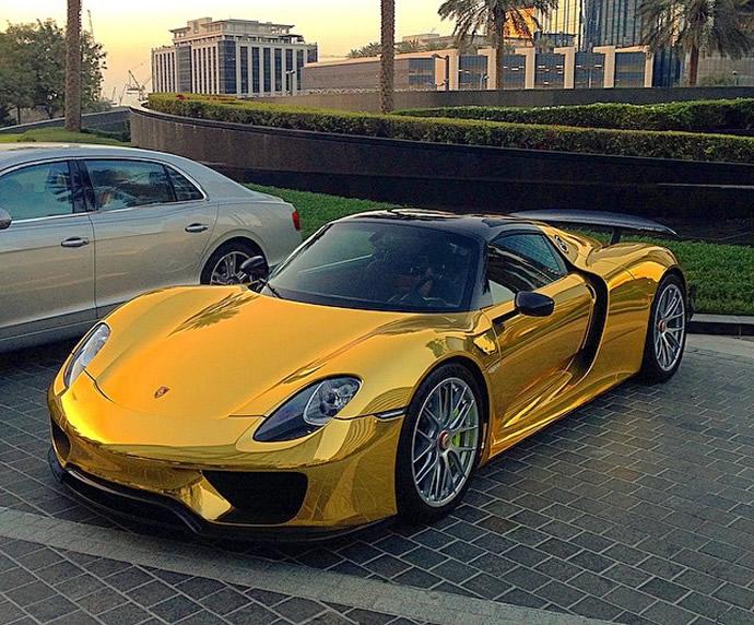 3d Carbon Fiber Wallpaper World S First Chrome Gold Wrapped Porsche 918 Spyder