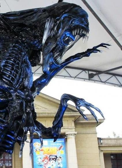 Queen Size Taille This Life-size Alien Queen Replica Is On Sale On Ebay For