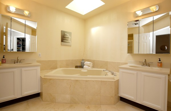 15master-bath