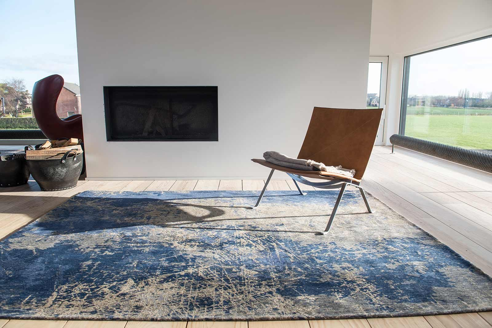 Louis De Porterre Teppiche Louis De Poortere Rug Mad Men Abyss Blue 8629 Mad Men Cracks Design