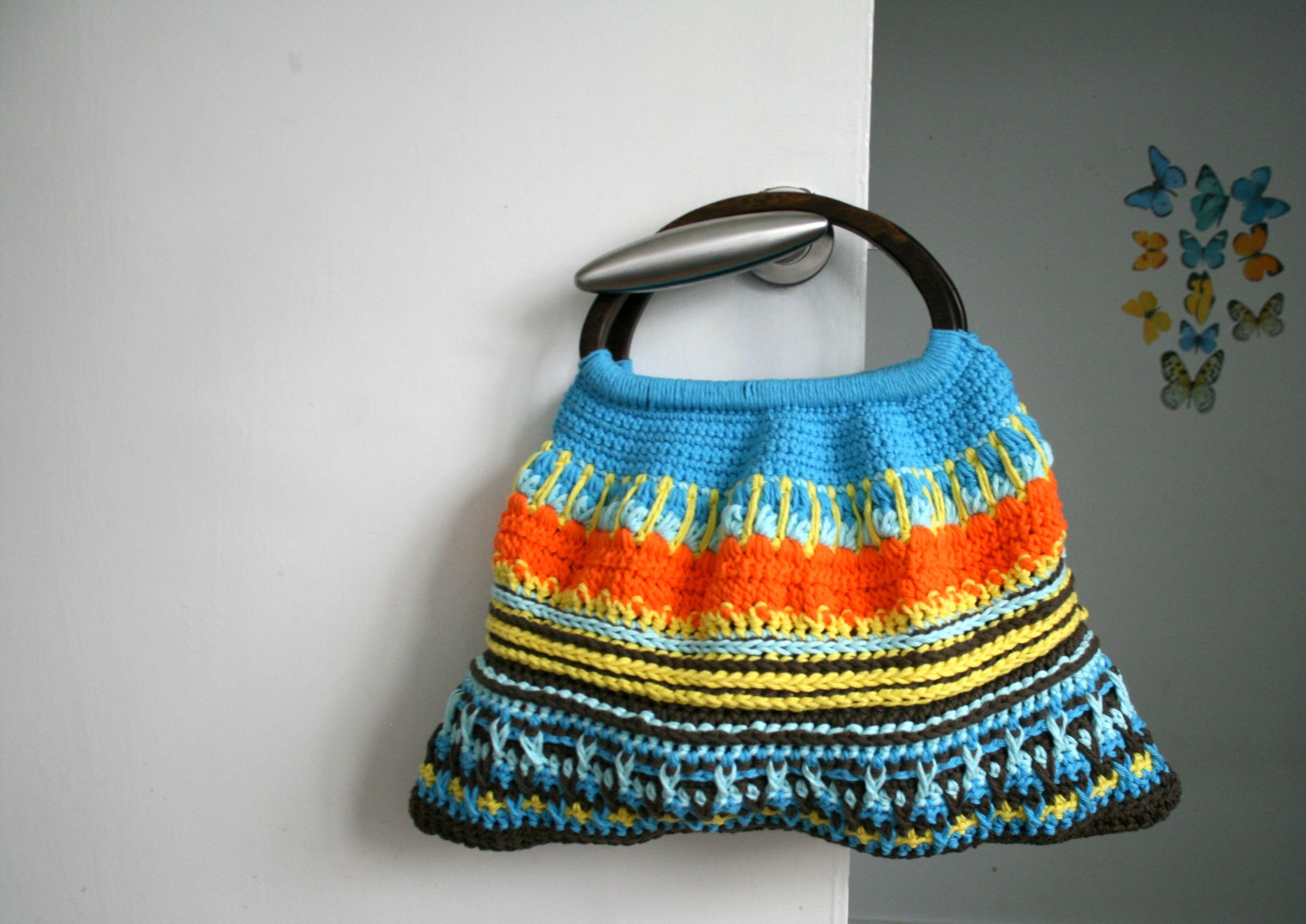 Crochet Bag Handles : LuzPatterns.com wooden handle crochet bag #crochetbag #crochepattern