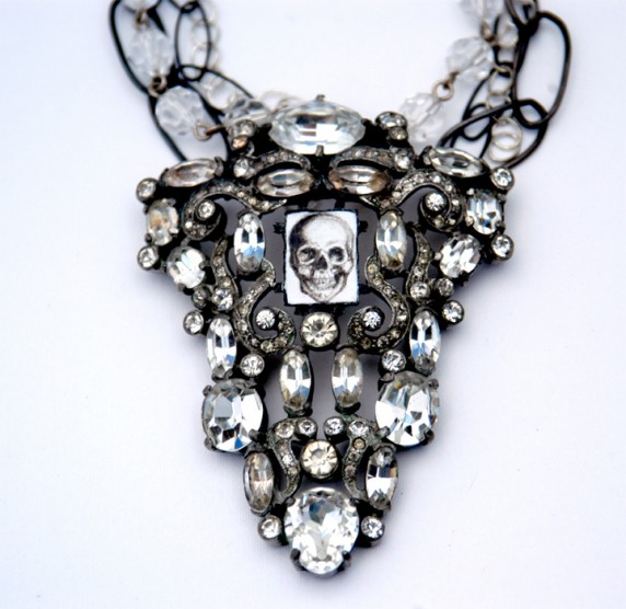 Sleep-of-Death-Necklace-572x556