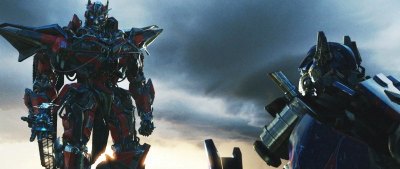sentinel-prime-confronts-optimus-prime-in-transformers-dark-of-the-moon.jpg