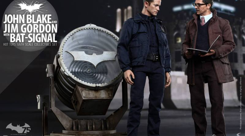 Hot Toys The Dark Knight Rises - Blake and Gordon - opening the file