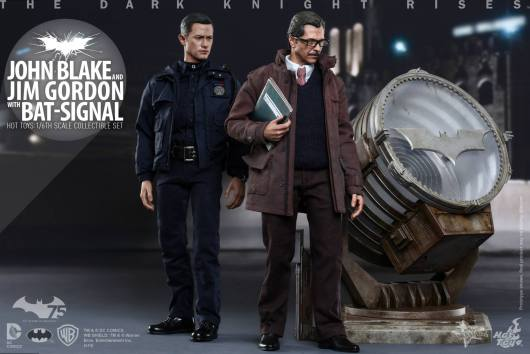 Hot Toys The Dark Knight Rises - Blake and Gordon - walking by bat signal