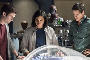 the-flash-fast-enough-grant gustin carlos valdes and robbie-amell
