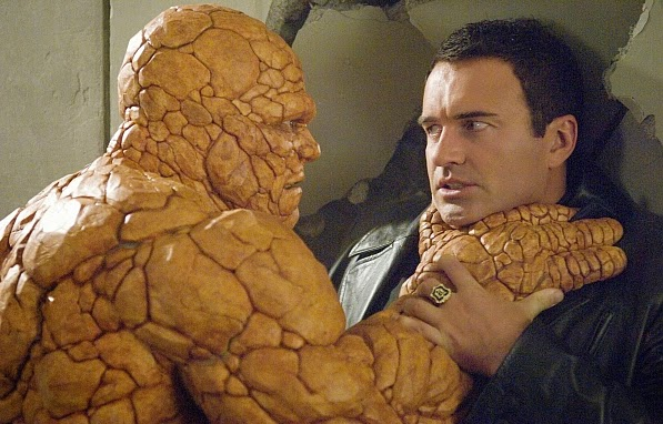 Fantastic 4 Rise of the Silver Surfer - Thing chokes out Doom