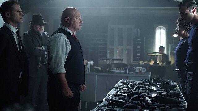 """GOTHAM: (L-R) Captain Barnes (Michael Chiklis), Gordon (Benjamin McKenzie) and Bullock (Donal Logue)  in the """"Rise of the Villains: Strike Force"""" episode of GOTHAM airing Monday, Oct. 12 (8:00-9:00 PM ET/PT) on FOX. ©2015 Fox Broadcasting Co. Cr: FOX."""