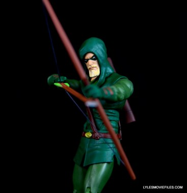 dc-icons-green-arrow-longbow-hunters-figure-review-aiming