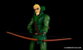 dc-icons-green-arrow-longbow-hunters-figure-review-hood-down-bow