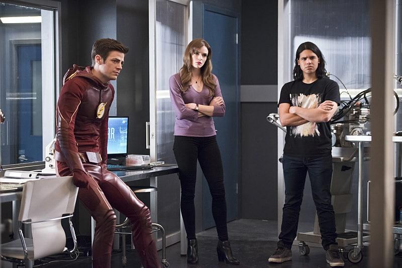 The Flash Versus Zoom recap - Cisco, Caitlin and Barry-min