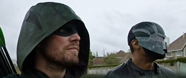 Arrow Lost in the Flood review - arrow and diggle