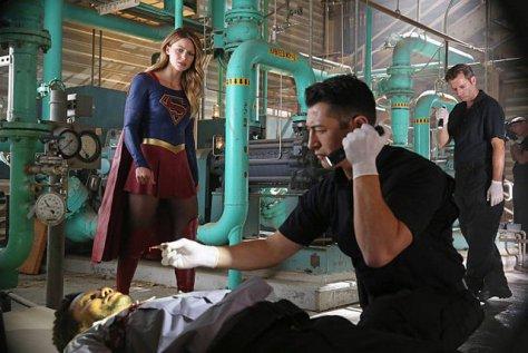 supergirl-stronger-together-supergirl-investigating