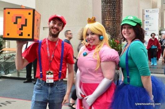 Awesome Con cosplay Day 2 -Mario, Princess Toadstool and Luigi