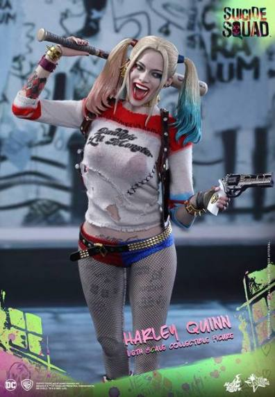 Hot Toys Harley Quinn Suicide Squad figure -holding gun and bat