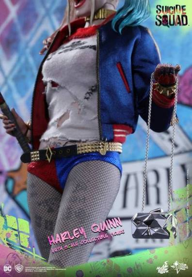 Hot Toys Harley Quinn Suicide Squad figure -outfit details