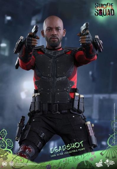 Hot Toys Suicide Squad Deadshot figure -aiming pistols