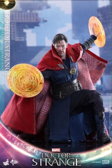 Hot Toys Doctor Strange figure - conjuring