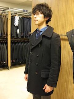黒のPコート×スーツ