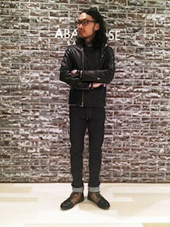 黒のレザージャケット×黒のデニム