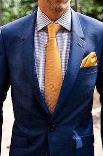 ネクタイとシャツは反対色で組み合わせる