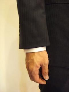 スーツの袖口のバランス